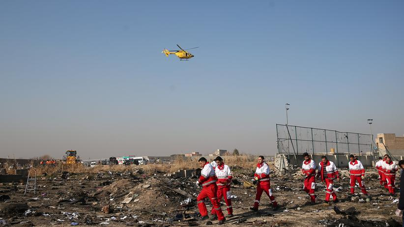 Iran: Rettungskräfte am Absturzort des ukrainischen Flugzeugs im Iran