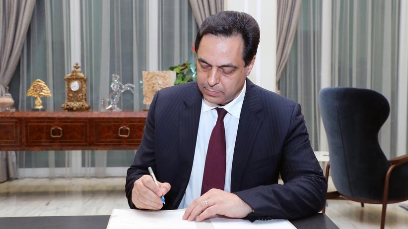 Libanon: Libanons Ministerpräsident Hassan Diab unterzeichnet im Präsidentenpalast das Dekret zur Bildung des neuen Kabinetts.