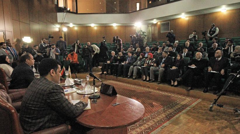 Libyen: Das libysche Parlament unterstützt General Chalifa Haftar gegen die Regierung in Tripolis.
