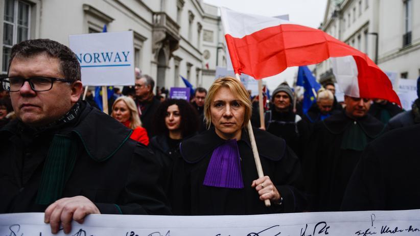 Europäischer Gerichtshof: Am Samstag haben in Warschau Tausende Richter, Juristen und andere Bürger gegen die Justizreform protestiert.