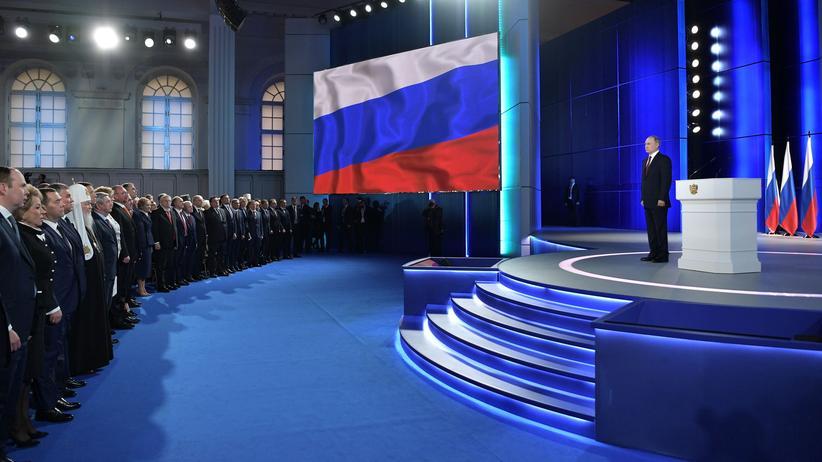 Russland: Russlands Präsident Wladimir Putin und Beamte während der Bundesversammlung in Moskau