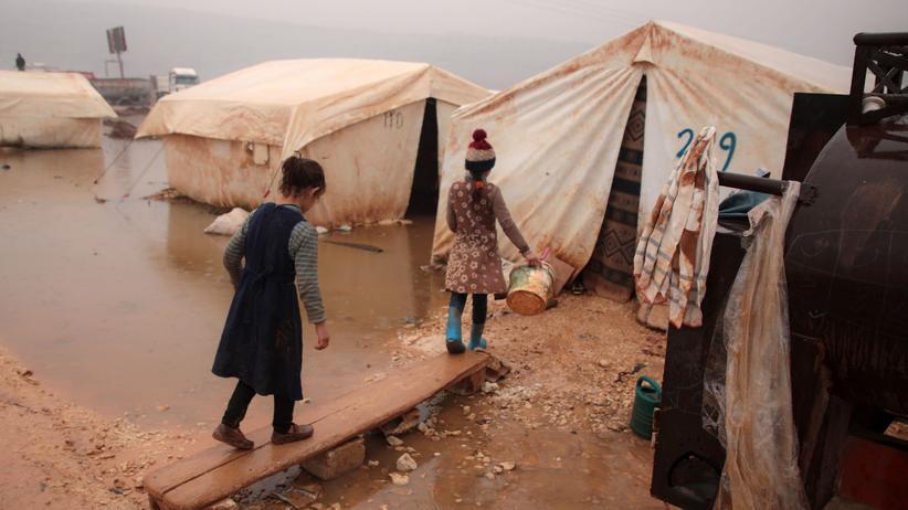 Syrien: Kinder aus Idlib leben nun in einem grenznahen Flüchtlingscamp in der Türkei.