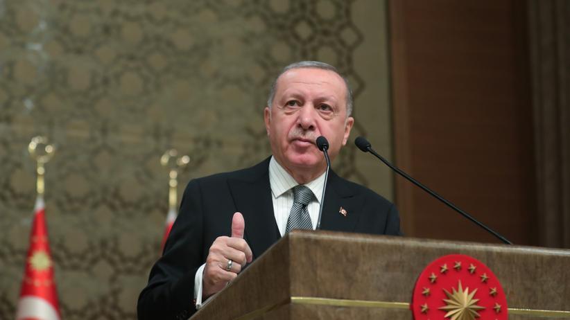 Recep Tayyip Erdoğan: Türkisches Parlament stimmt Truppenentsendung nach Libyen zu