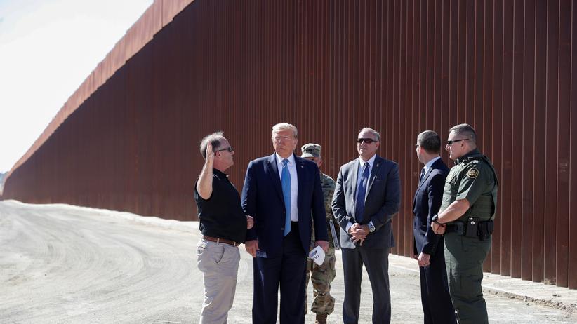 Grenze zu Mexiko: US-Präsident Donald Trump besucht einen Abschnitt der Grenzmauer in Kalifornien.