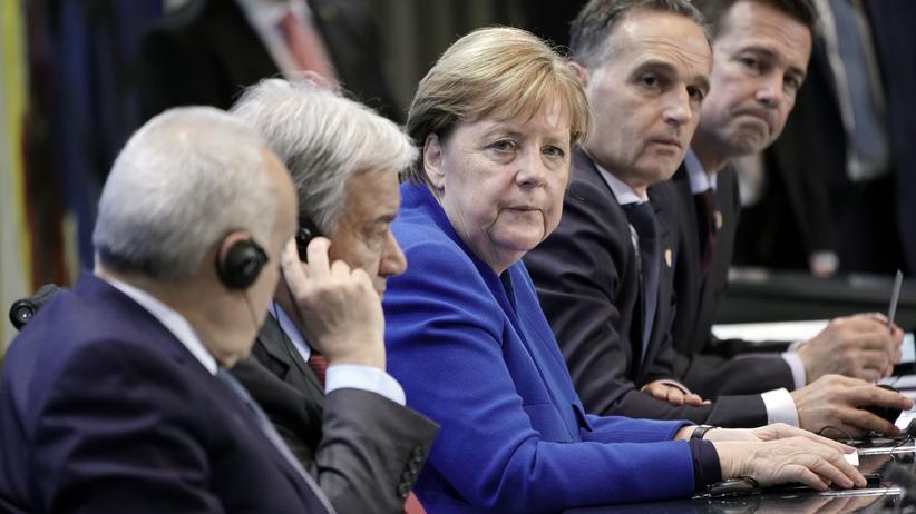 Krieg in Libyen: Bundeskanzlerin Angela Merkel und weitere Teilnehmer des Libyen-Gipfels im Januar 2020 während einer Pressekonferenz.