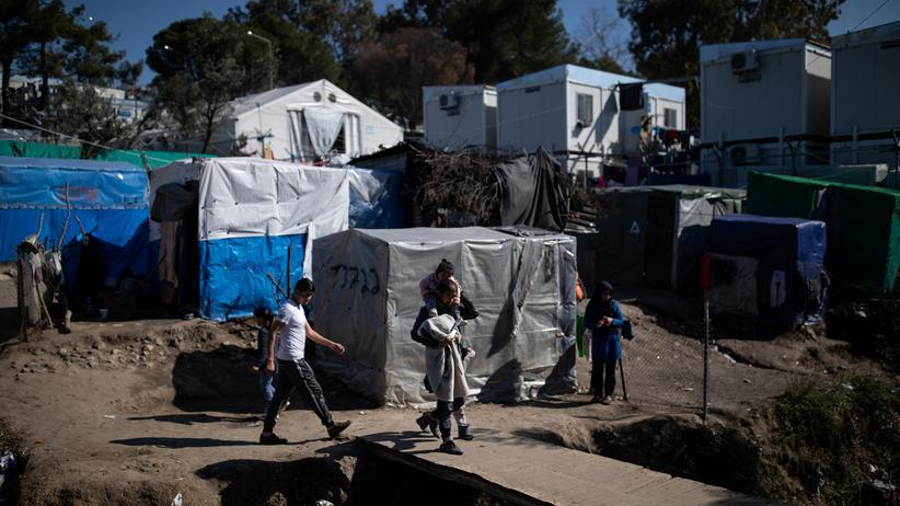 Corona auf Lesbos: Am Rand des Flüchtlingscamps Moria auf Lesbos