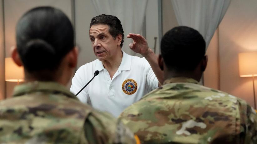 New York: Andrew Cuomo spricht vor Soldaten, die ein Krisenzentrum bauen werden