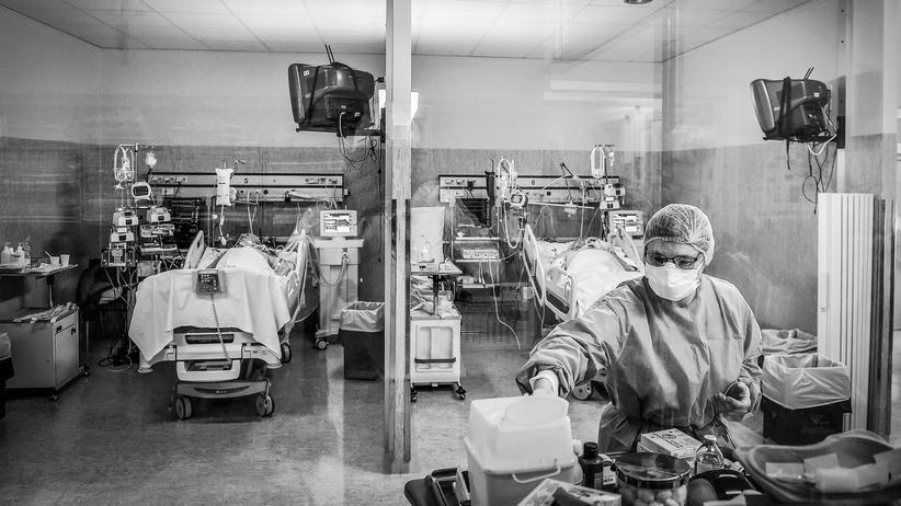 Krankenversorgung in Italien: Pflege von Coronavirus-Patienten in einem Krankenhaus in Cremona