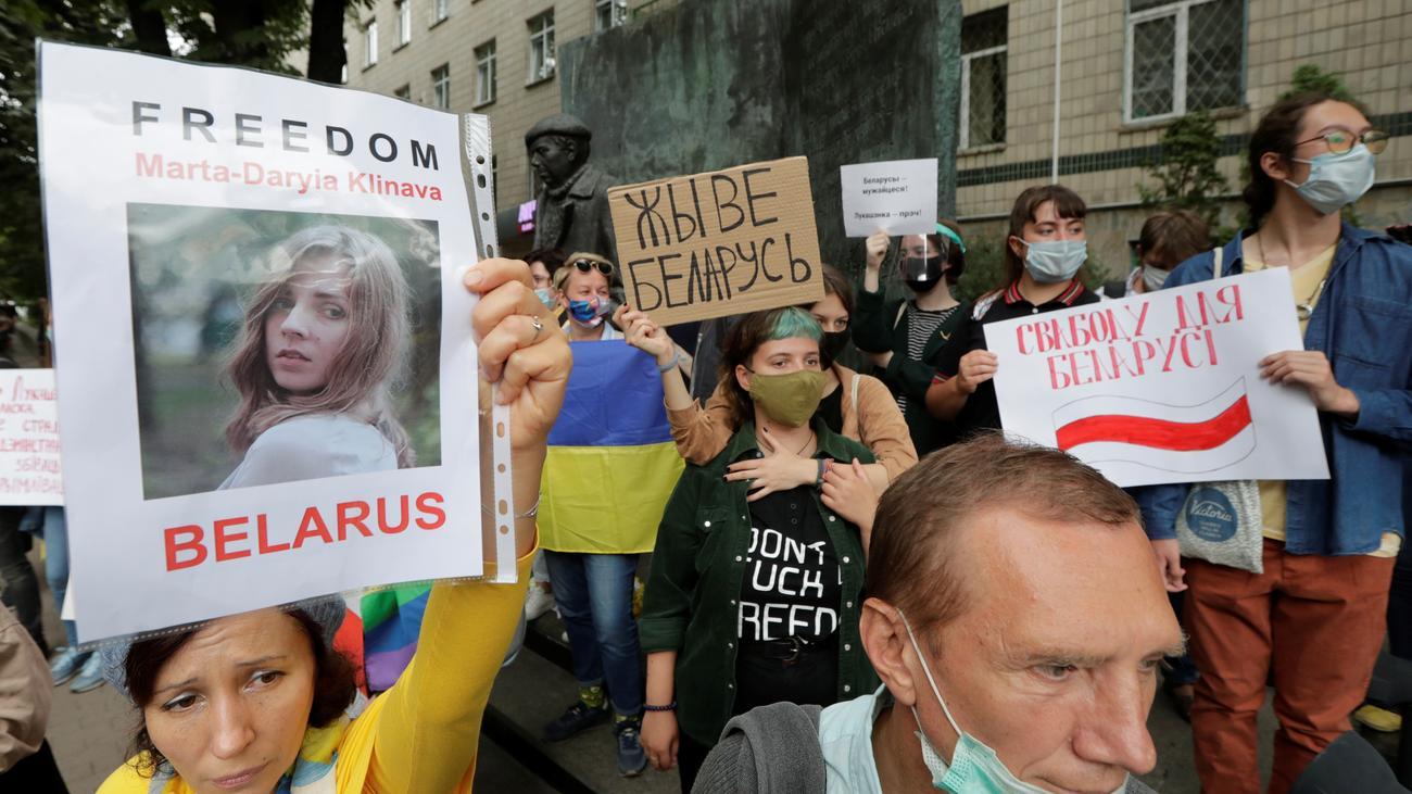 Regierung in Belarus lässt mehr als Tausend Demonstranten frei