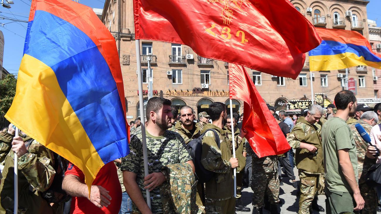 Bergkarabach 39 Tote Bei Kampfen Zwischen Armenien Und Aserbaidschan Zeit Online
