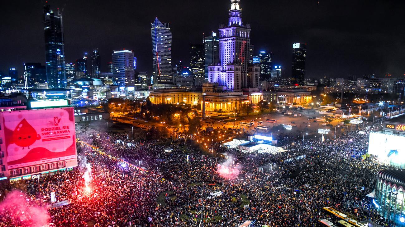 Tausende demonstrieren in Warschau gegen Schwangerschaftsabbruchgesetz
