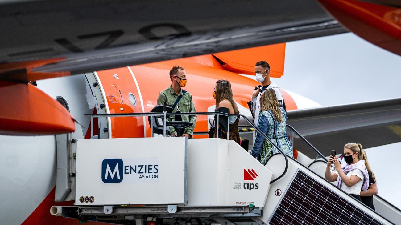 Coronavirus weltweit: Niederlande verbieten Passagierflügen aus Großbritannien die Landung