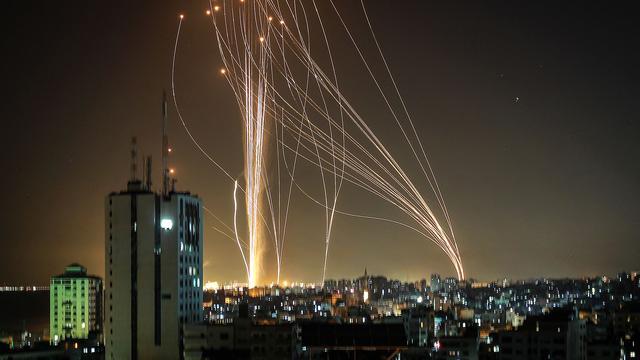 Eskalation im Nahen Osten: Hamas feuert mehr als hundert Raketen auf Tel Aviv
