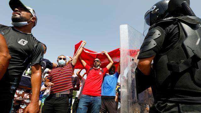 Tunesien: Präsident Kais Saied ruft Ausgangssperre aus