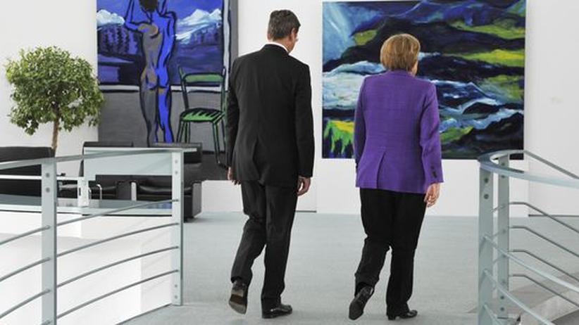 Schwarz-gelbe Koalition: Vize und Kanzlerin im Gleichschritt: Guido Westerwelle und Angela Merkel