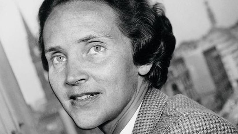 Marion Dönhoff: 1955 wurde Marion Dönhoff zum zweiten Mal Leiterin des Politikressorts der ZEIT. 1954 hatte sie das Blatt aus Protest gegen einen Schwenk nach rechts verlassen