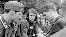 """Mitglieder der Widerstandsgruppe """"Weiße Rose"""": Hans Scholl, Sophie Scholl und Christoph Probst (v.l.n.r.), Foto von 1942"""