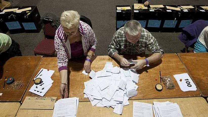 Pro Plebiszit: Das Volk hat gesprochen: Auszählung der Stimmen nach dem Referendum zum Lissabon-Vertrag in Irland