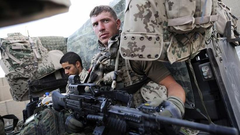 Kundus-Affäre: Schießen ist der Bundeswehr in Afghanistan erlaubt, doch in welchen Situationen, das ist oft Interpretationssache.