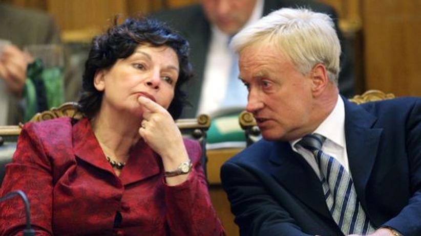 Nach dem Beust-Rücktritt: Grüne schimpfen, CDU zweifelt