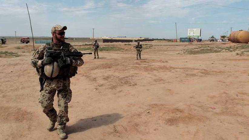 Soldaten aus Afghanistan: Ein deutscher Soldat patrouilliert in Nordafghanistan. Der Einsatz für die Frauen und Männer der Bundeswehr wird immer gefährlicher