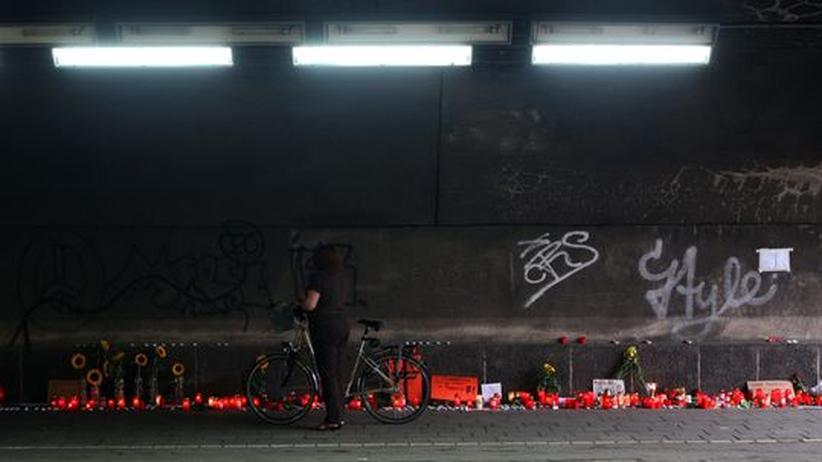 Loveparade-Unglück: Der Tunnel: Hier und auf der nachfolgenden Rampe stauten sich am 24. Juni die Menschenmassen