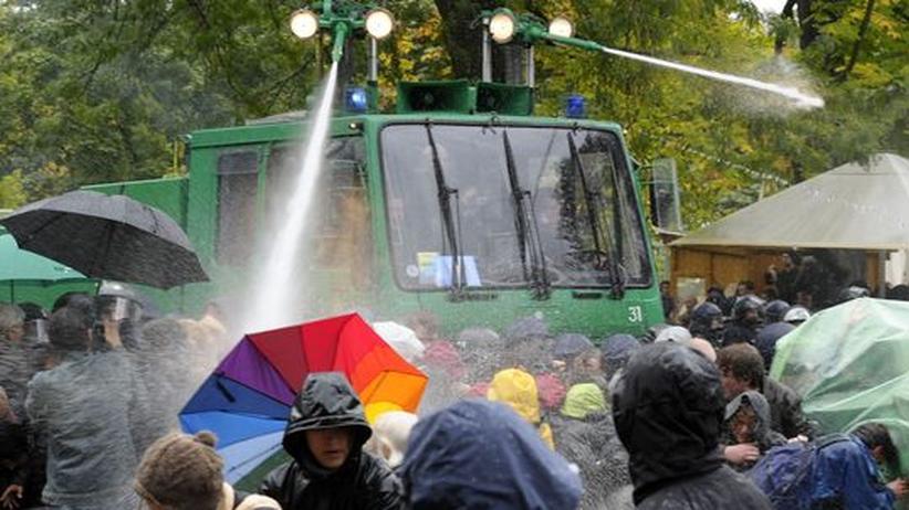 Umfrage: Demonstranten protestieren gegen das Bauprojekt Stuttgart 21