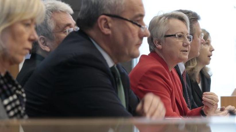 Pisa-Reaktionen: Bildungsministerin Schavan während ihres Statements zur Pisa-Studie