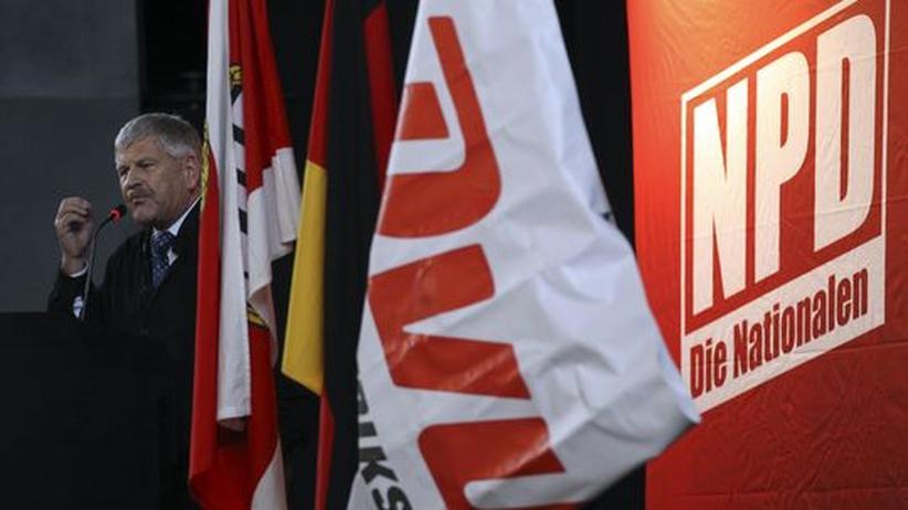 Neue NPD: Festakt zur Beerdigung der DVU