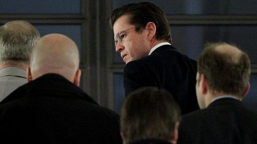 Plagiatsvorwürfe: Guttenbergs Krisenmanagement missglückt