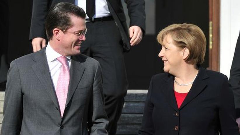 Plagiatsaffäre: Merkel glaubt an Guttenberg-Comeback