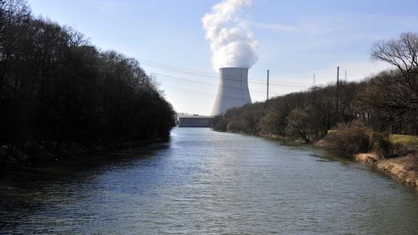 Energiepolitik: Bundestagspräsident lässt Rechtmäßigkeit des Atom-Moratoriums prüfen