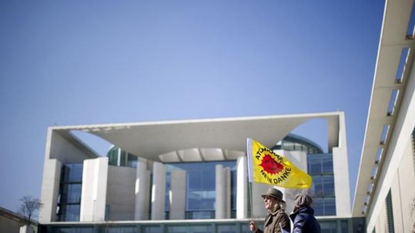 Atomkraft-Kommissionen: Anti-Atom-Protest am Bundeskanzleramt