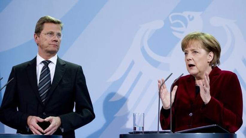 Bundeskanzlerin Angela Merkel und Außenminister Guido Westerwelle bei der Verkündung des Moratoriums.