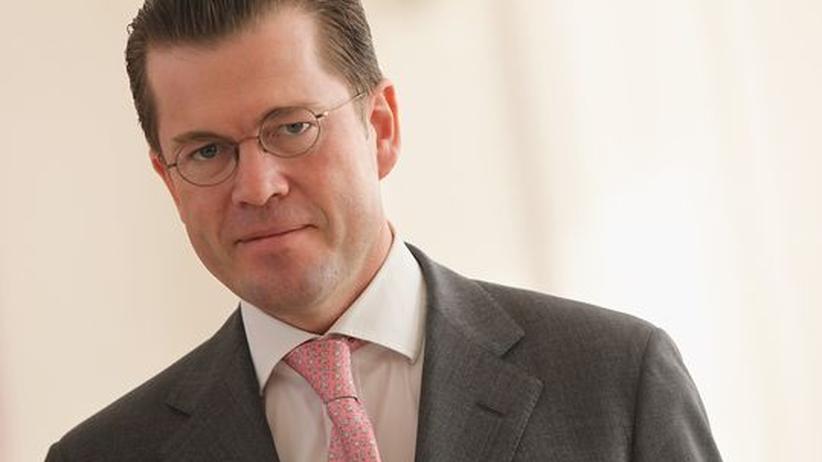 Plagiatsvorwürfe: Guttenberg stimmt Veröffentlichung des Uni-Berichts zu