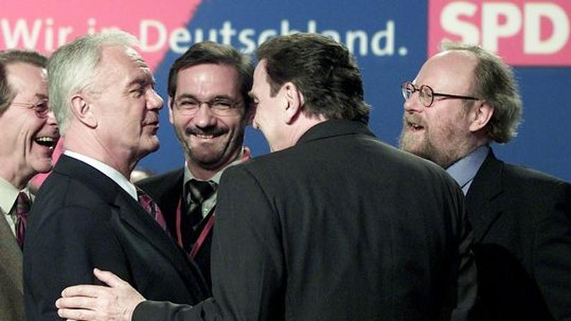 DDR-Aufarbeitung: Manfred Stolpe (2.v.l.) und sein Nachfolger als Ministerpräsident, Matthias Platzeck (3.v.l.) mit SPD-Größen Franz Müntefering, Gerhard Schröder und Wolfgang Thierse