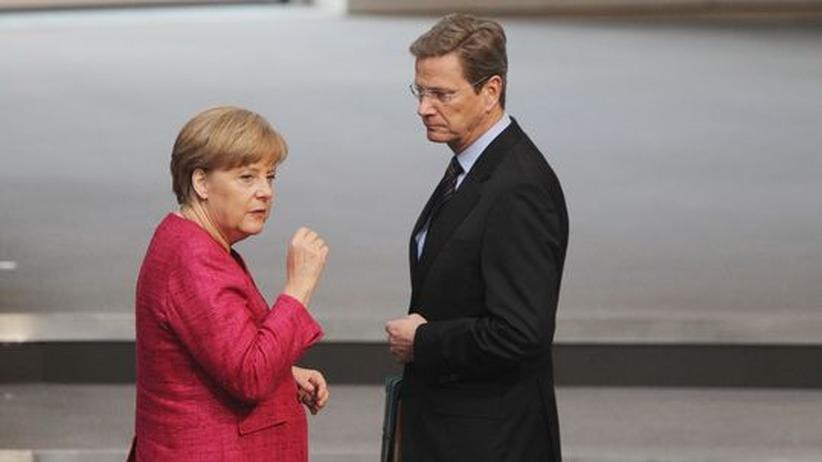 Schuldenkrise: Bundeskanzlerin Angela Merkel und Außenminister Guido Westerwelle (Archivbild)