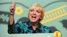 Die Grünen-Vorsitzende Claudia Roth beim Parteitag in Kiel