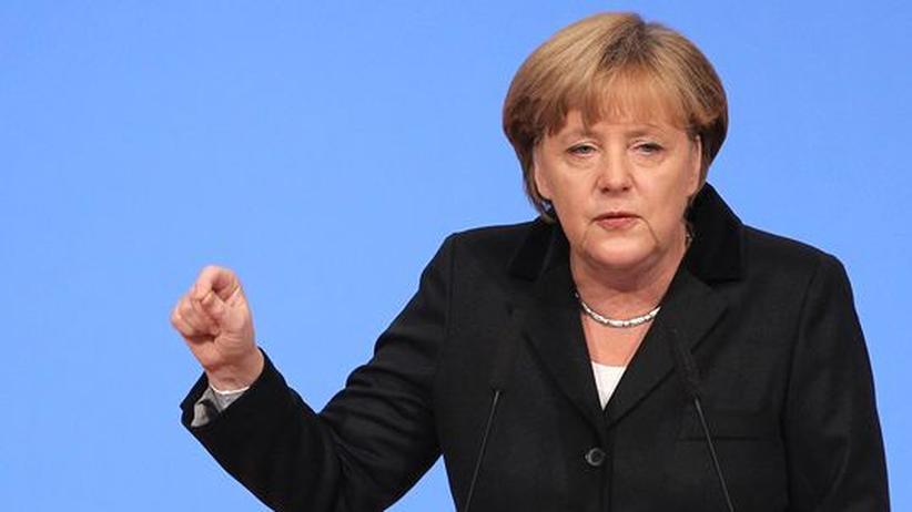 Rechtsextremismus : Merkel will NPD-Verbot prüfen lassen