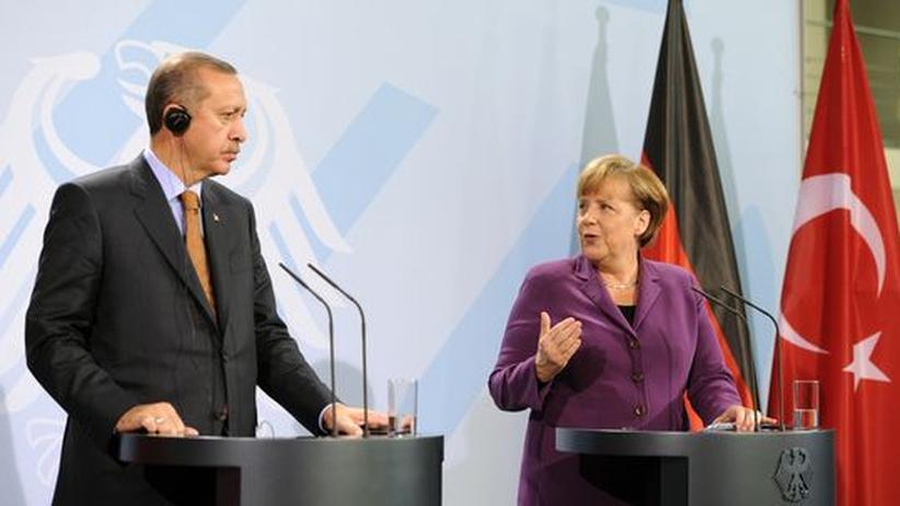 Deutsche und Türken: Wenig Harmonie zwischen Merkel und Erdoğan