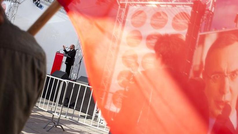 Linkspartei: Veranstaltung der Linken: im Hintergrund Gregor Gysi