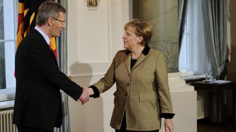 Präsidenten-Affäre: Merkel spricht Wulff ihr Vertrauen aus