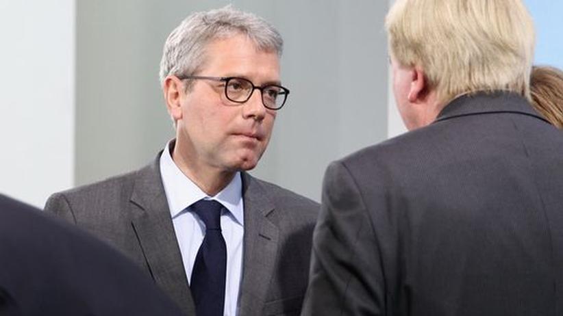 Bundesumweltminister Norbert Röttgen im Gespräch mit Hessens Ministerpräsident Volker Bouffier