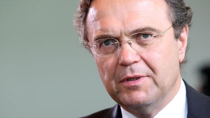 Innenminister: Friedrich lässt Linken-Politiker weiter durch Verfassungsschutz beobachten