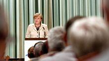 Bundeskanzlerin Angela Merkel spricht auf der Bundeswehrtagung in Strausberg.