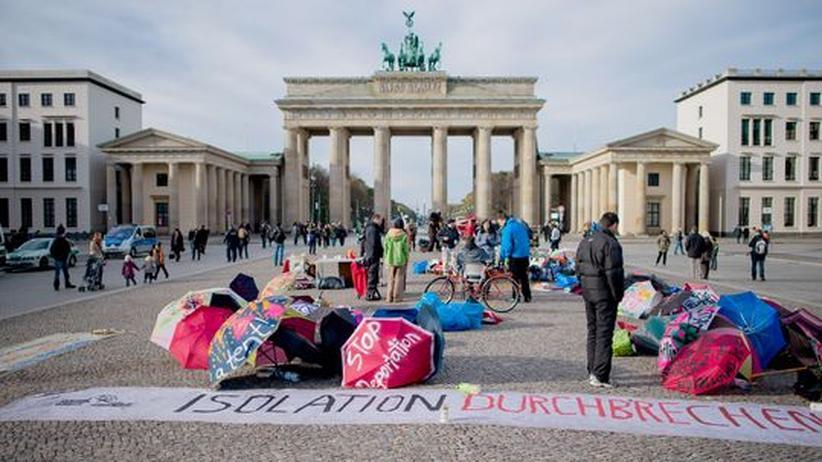 Residenzpflicht: Flüchtlinge verlängern Protest am Brandenburger Tor