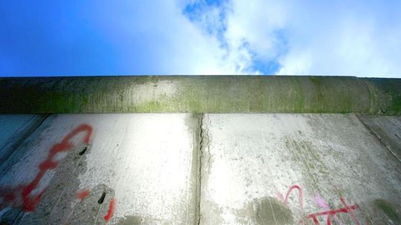 9. November: Baut die Mauer wieder auf!