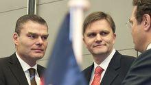 Sachsen-Anhalts Innenminister Holger Stahlknecht (l.) mit seinem niedersächsischen Amtskollegen Uwe Schünemann und Bundesinnenminister Hans-Peter Friedrich (r.)