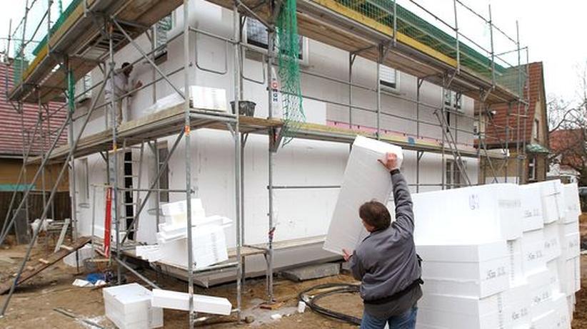 Energiewende: Drei neue Stromtrassen und Geld für Fassadendämmung