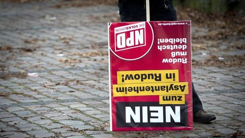 Rechtsextremismus: Während einer NPD-Demonstration in Berlin